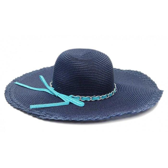 Стилна плетена шапка с декоративна лента