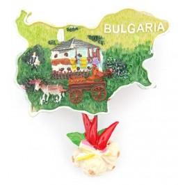 Декоративна релефна фигурка във формата на карта на България с чесън и люти чушки