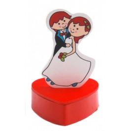 Декоративна кутийка във формата на сърце и фигурка на младоженци