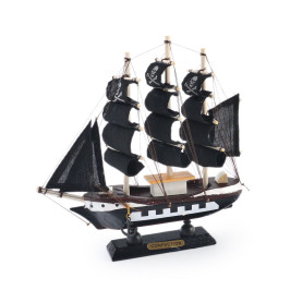 Сувенирен ветроходен пиратски кораб - макет, изработен прецизно в детайли