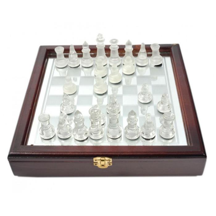 Стъклен шах в красива дървена кутия
