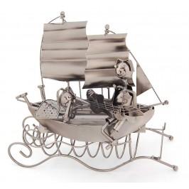 Метална поставка за вино: мъж и жена на ветроходно корабче