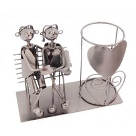 Метална поставка за вино: мъж и жена на пейка