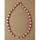 Мартеница колие дребни перли в бяло и червено