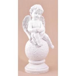 Декоративна фигура - красиво ангелче върху топка на постамент