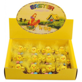 Декоративни фигурки - три великденски пиленца в гнездо с две яйца - 4 см