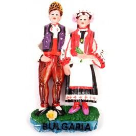 Декоративна релефна фигурка с магнит - мъж и жена в народни носии