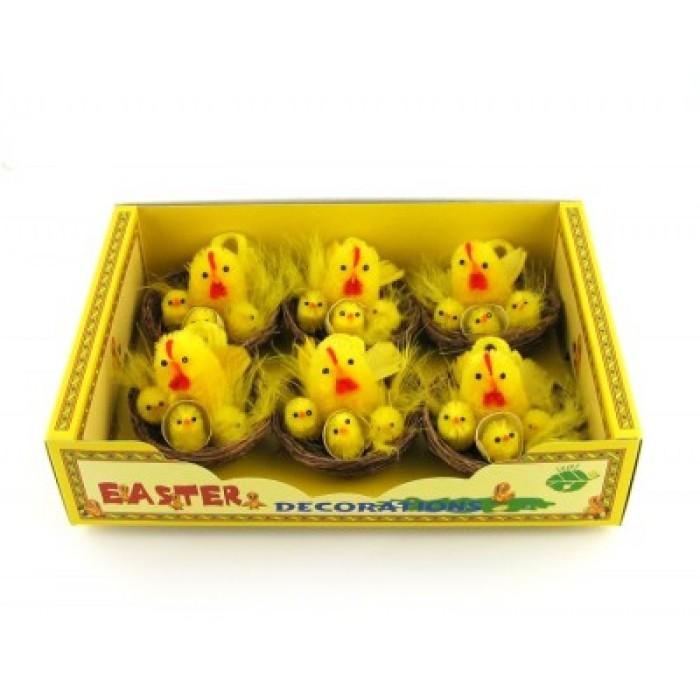 Декоративен петел с три пиленца в кошничка