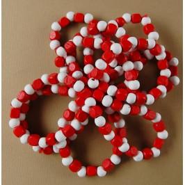 Мартеница ластична гривна с дървени орнаменти в бяло и червено