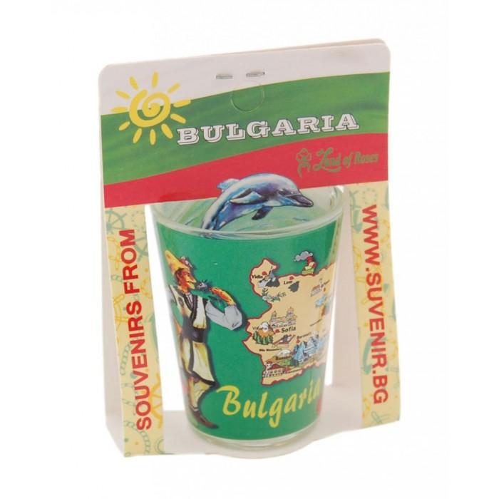 Сувенирна чаша за шот - мъж и жена в народни носии с картата на България