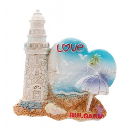Сувенирна магнитна фигурка във формата на фар със сърце - изобразен е морски изглед с чадър