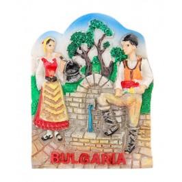 Магнитна релефна фигурка - мъж и жена в народни носии край чешма