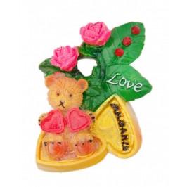 Сувенирна магнитна фигурка с брокат - мече с цветя и сърца