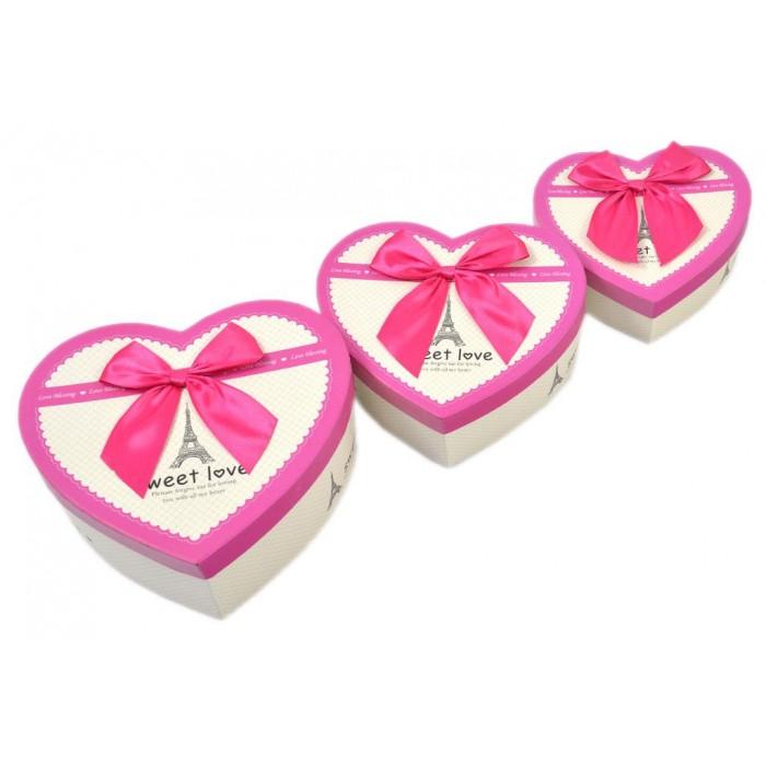 Комплект от 3бр. картонени кутии във формата на сърце и декорирани с панделка