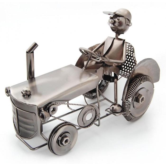 Метална поставка за вино - мъж с трактор