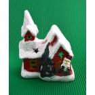 Декоративен свещник във формата на къщичка с коледна фигурка
