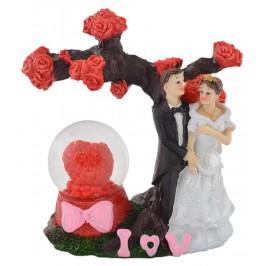 Преспапие със сърце, красиво декорирано с влюбена сватбена двойка до дръвче
