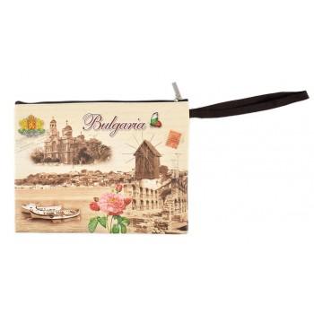 Сувенирна чантичка от изкуствена кожа с изобразени - Варненската катедрала и забележителности от Несебър с надпис България