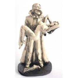 Сувенирна фигурка - скелет с наметало вдигнал на ръце нимфа в интимна поза