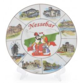 Сувенирна чинийка с лазерна графика - мъж и жена в народни носии, забележителности от Несебър