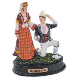 Сувенирна декоративна фигурка - мъж и жена в народни носии