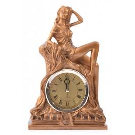 Декоративна фигурка с часовник - жена седнала върху скала