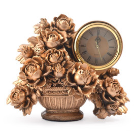 Декоративна фигурка с часовник - саксия с рози