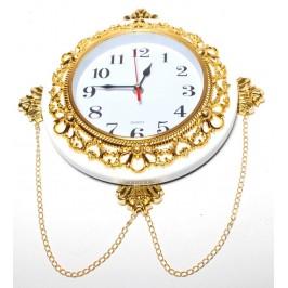 Красив стенен часовник в старинен стил с орнаменти по рамката