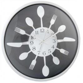 Стенен часовник с арабски цифри, декориран с лъжици, вилици и ножове
