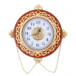 Стенен часовник със златисти орнаменти