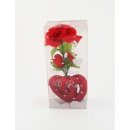 Красив букет рози от плат върху поставка велурено сърце