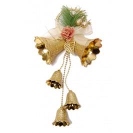 Красива коледна декорация за окачване - тематично аранжирани камбанки с брокат и нежна дантела
