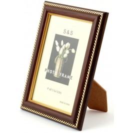 Красива фоторамка за снимки, декорирана с два златисти канта