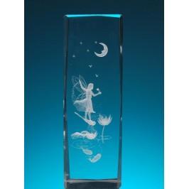 Безцветен стъклен куб с триизмерно гравирана фея