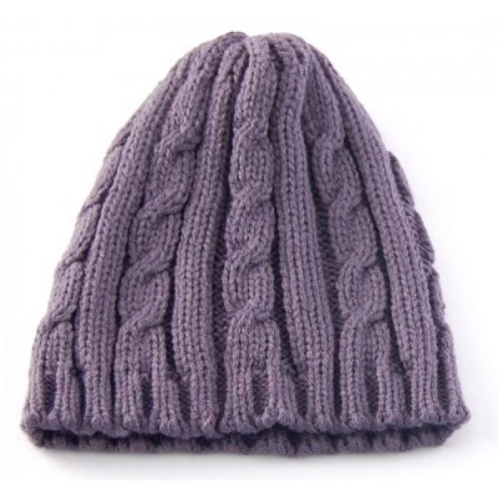 Красива дамска плетена зимна шапка