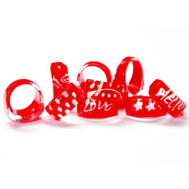Нестандартна мартеница - пръстен пластмаса в бяло и червено
