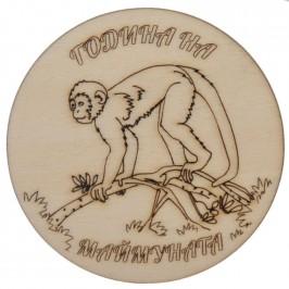 Гравирана магнитна фигурка - шимпанзе върху клон