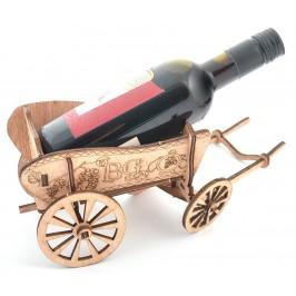 Сувенирна каручка, натоварена с малка бутилка червено вино