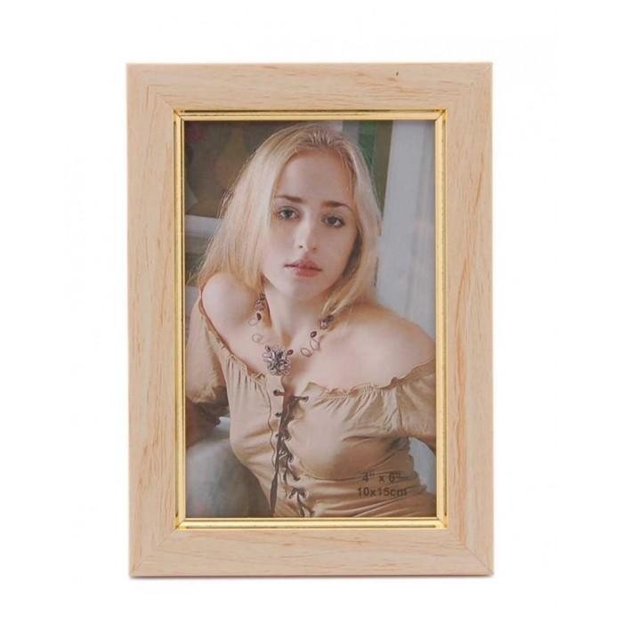 Красива рамка за снимки със златист вътрешен кант - имитация на дърво