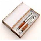 Красив подаръчен комплект от химикал и пиромолив в стилна кутия