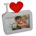 Красива бяла рамка за снимка, декорирана с червено сърце