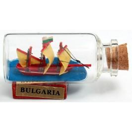 Сувенирен кораб - макет в стъклена бутилка на декоративна дървена поставка