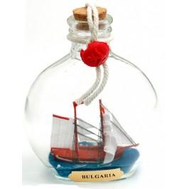 Сувенирен кораб в стъклена бутилка