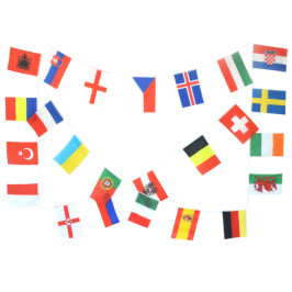 Знамена на различни държави от Европа, прикрепени на шнур