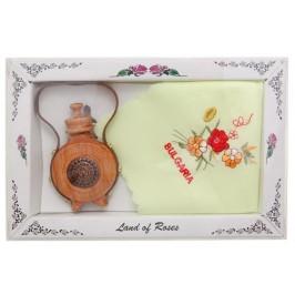 Комплект от традиционна дървена българска бъкличка и извезана кърпичка