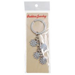Сувенирен метален ключодържател - четири бели маргаритки, декорирани с бял камък