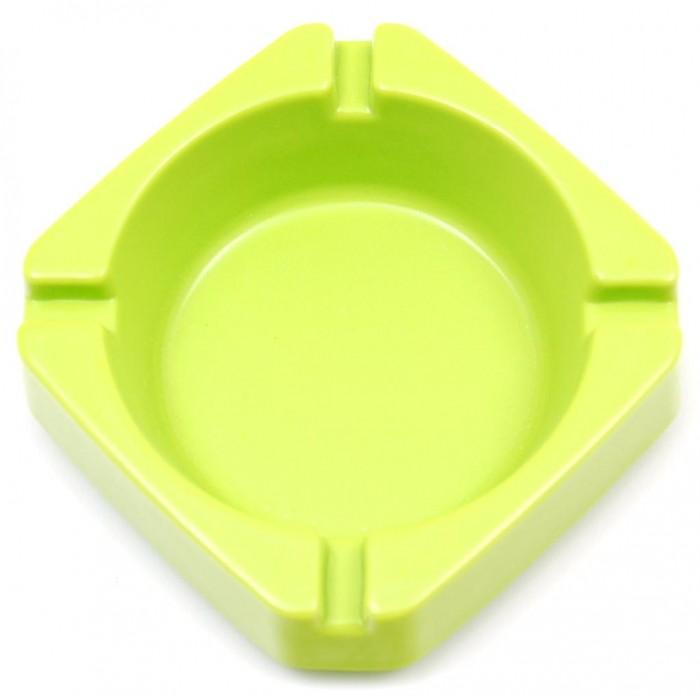 Цветен пепелник с квадратна форма, изработен от PVC материал