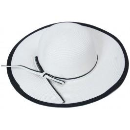 Красива шапка от текстил в черно и бяло с голяма периферия