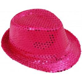 Красива плетена шапка с периферия извита нагоре - тъмно розова