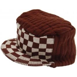 Плетена зимна шапка с мини козирка